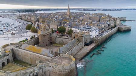 Vue de Saint-Malo lors de la pleine mer