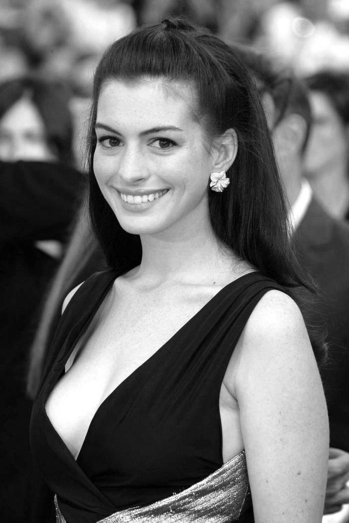 Смотреть Anne Hathaway видео