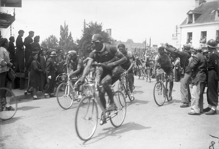 Louison Bobet Et Georges Martin Sur Le Tour 1948