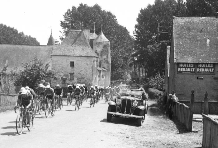 Peloton En File Indienne Sur Le Tour 1933