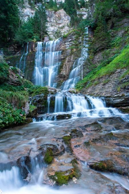 Falls in cascades