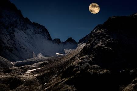 The moon on the Col de la Fenêtre