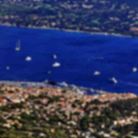 Veduta aerea numero 3 della città di Saint-Tropez