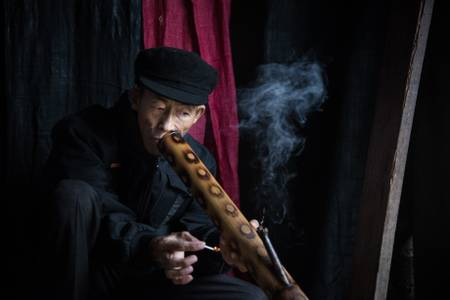 Il fumatore di bong