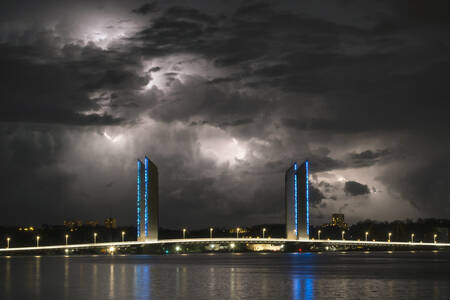 Orage sur le pont Chaban-Delmas