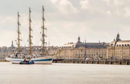 Voilier en escale à Bordeaux