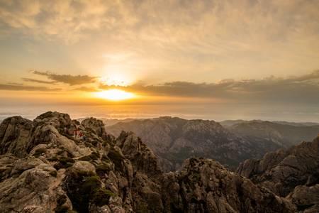 Trail en Corse au lever du soleil