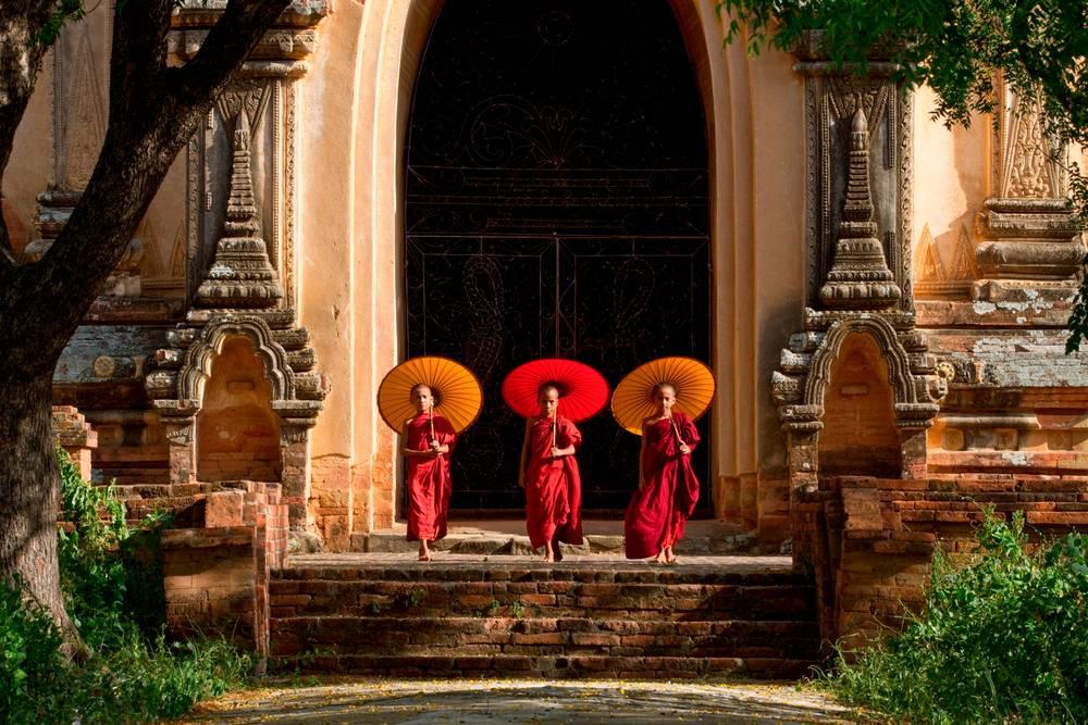 Les Moinillons  Bouddhiste De Bagan 4