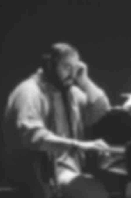 LUCIANO PAVAROTTI AT THE PIANO