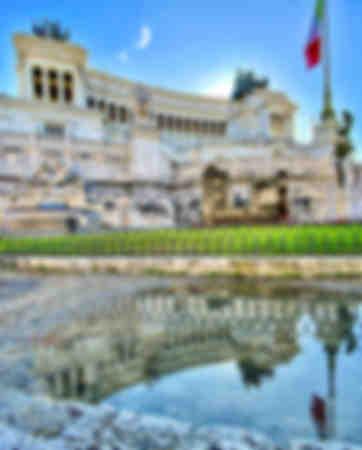 riflesso del monumento a ROMA