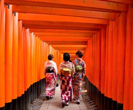 Women in Kimono at FUSHIMI INARI TAISHA temple