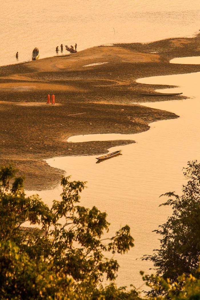 Moines Sur Les Bords Du Mekong