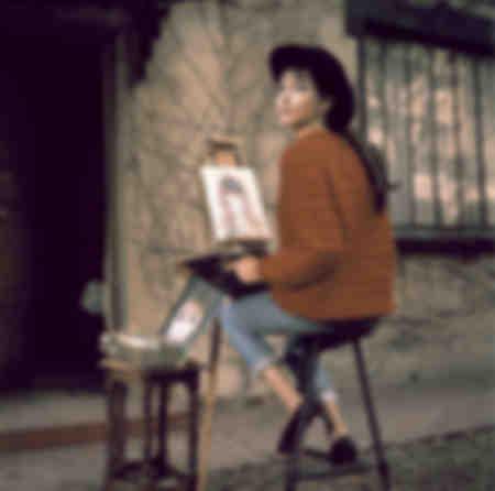 Anna Karina dans son jardin du Trocadéro