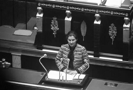 Simone Veil présente son projet de loi sur l'avortement