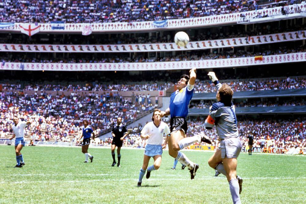 Diego Maradona - La main de Dieu - Photo et Tableau - Editions Limitées -  Achat / Vente