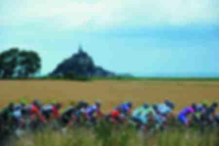 Le Tour de France passe devant le Mont Saint-Michel