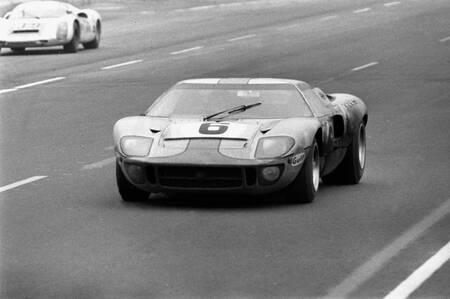 Jackie Ickx au volant de la Ford GT40