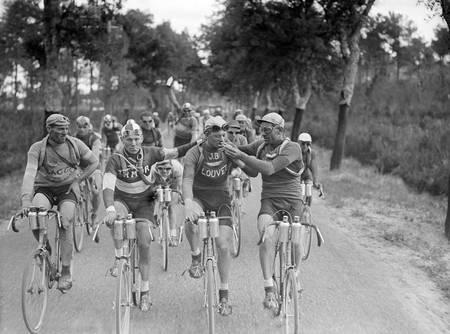 Pause cigarette sur le Tour de France 1927