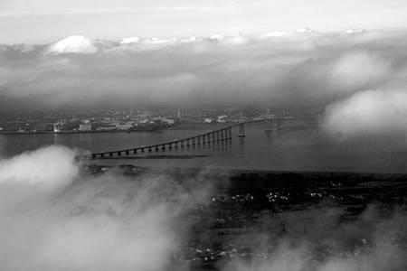 estuaire de loire dans les nuages