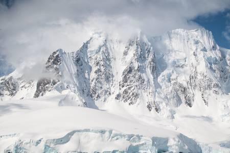 Montagna antartica verticale