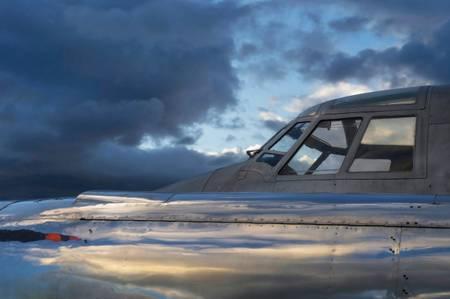 Cockpit et réflexion du soir sur le moteur