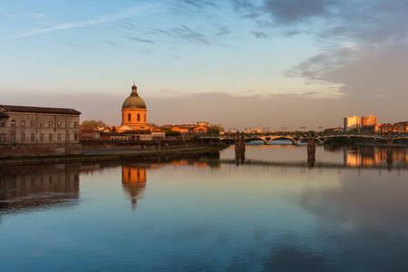 Le dôme de la Grave et le Pont St Pierre à Toulouse
