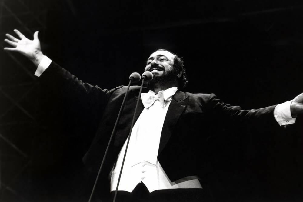 Luciano Pavarotti während eines Konzertes 1995 Bild - Kaufen / Verkaufen