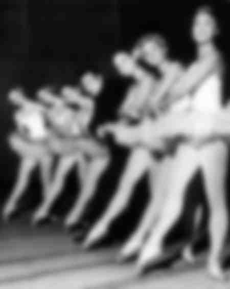 Raymond Devos surrounded by dancers