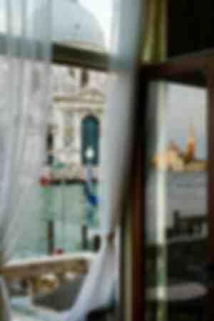 Venise-promenade d'un lecteur solitaire
