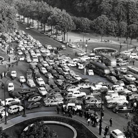 Traffic jams on the Champs Elysées roundabout