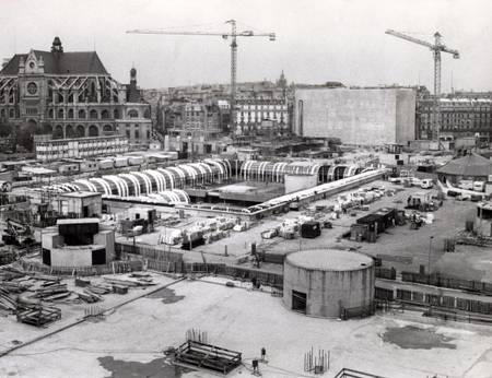 The construction of Les Halles in Paris