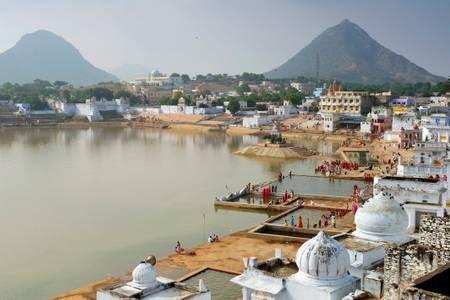 La città di Pushkar e il suo lago sacro