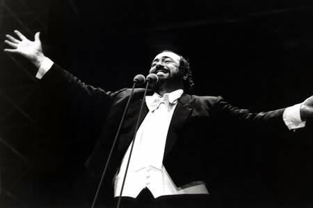 Luciano Pavarotti in concert in 1995