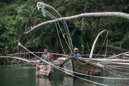 Pirogues traditionnelles sur le lac Kivu