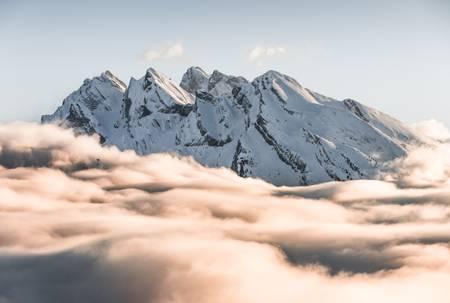 L'Étale dans les nuages
