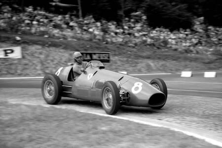 Alberto Ascari en passe de gagner le Grand prix de France 1952
