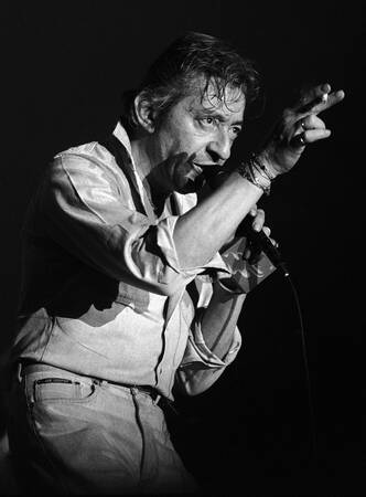 Serge Gainsbourg in concert at the Printemps de Bourges in 1986