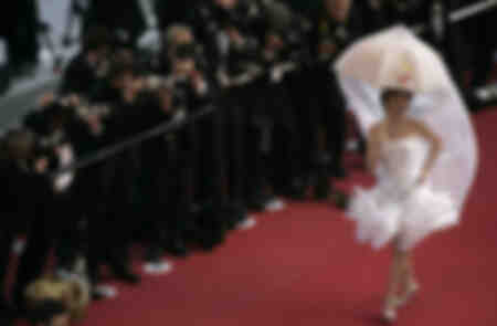 L'actrice espagnole Victoria Abril sur le tapis rouge au Festival de Cannes 2005