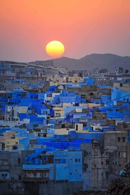 Luce sulla città blu