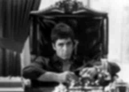 Al Pacino nella scena del film di Scarface