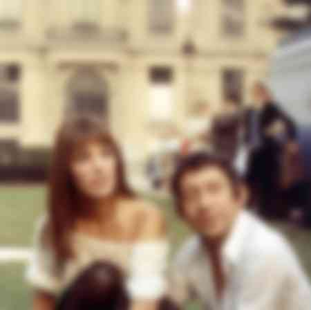 Jane Birkin and Serge Gainsbourg near the Louvre