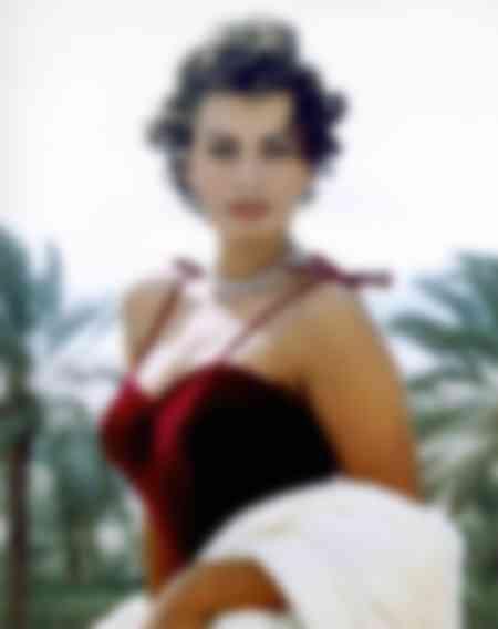 Sophia Loren prenant la pose