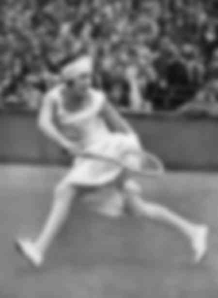 Suzanne Lenglen on the ground in 1926