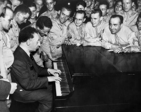 Arthur Rubinstein 1945