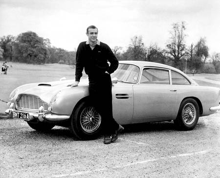 Aston Martin de Goldfinger avec Sean Connery
