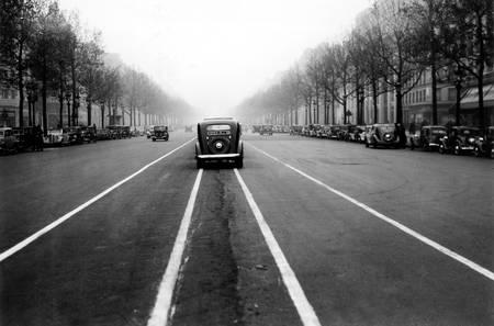 Au milieu des Champs Elysées