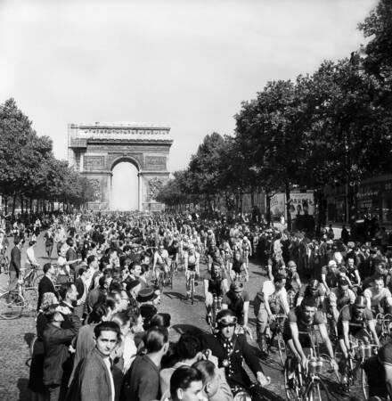 Departure of the Tour de France 1947