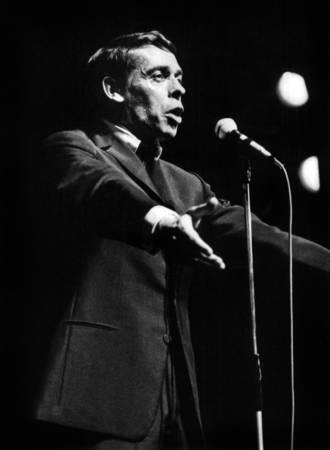 Jacques Brel en concert à l'Olympia en 1966