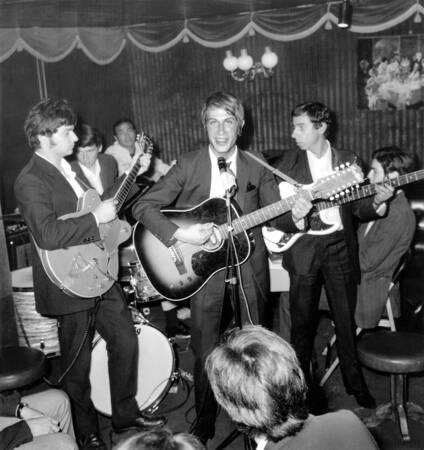 Jacques Dutronc in concert in 1966