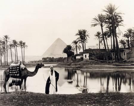 The pyramids of Giza around 1917